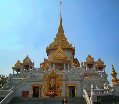 Wat Traimit exterior