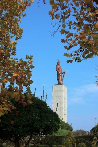 Admiral Yi Sun-shin monument at Jasan Park