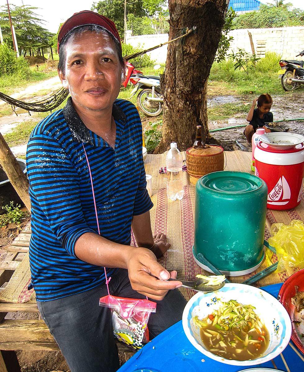 nai eating papaya salad