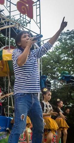 Nai singing